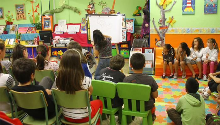biblioteca escolar, actividad con niños
